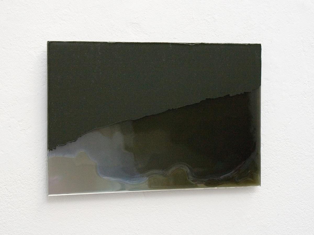 Raymund Kaiser, UM-GSP1 (150918) 2018; Öl (+ Wachs), Lack, Glasspiegel, 20 x 30 cm